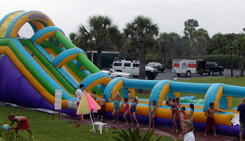 How to choose an inflatable water slide for party?
