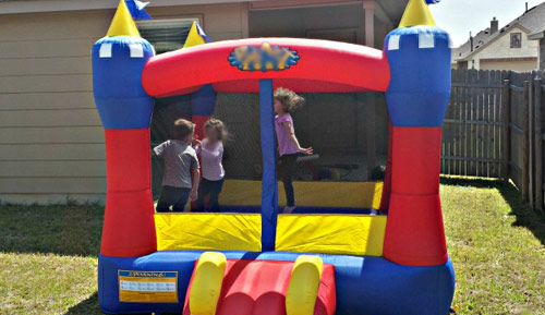 How to choose the correct inflatable jumping castle